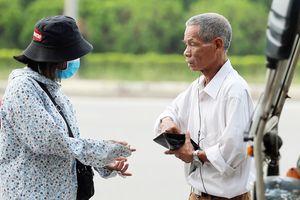 Mua được vé trận Việt Nam - Malaysia, một số thương binh bán vé ra 'chợ đen'