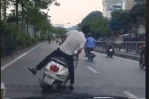 Clip: Thanh niên say rượu lạng lách đánh võng trước đầu ô tô