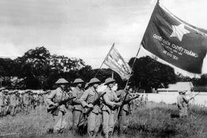 Xúc động lễ chào cờ đầu tiên Hà Nội trong ngày giải phóng