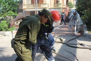 Lực lượng chữa cháy, cứu nạn hiệp đồng tác chiến cứu người mắc kẹt tại xưởng dệt