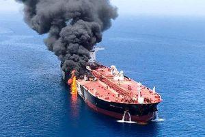 Tàu chở dầu Iran bị bắn tên lửa, phát nổ gần Saudi Arabia