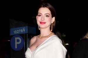 Anne Hathaway được khen gợi cảm khi mang bầu
