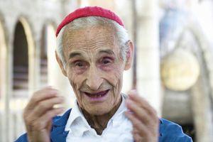 Người đàn ông xây thánh đường một mình suốt 60 năm