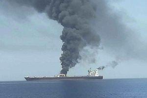 Tàu chở dầu Iran trúng 2 tên lửa