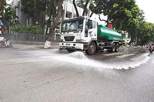 Sau 3 năm dừng, Hà Nội cho phép rửa đường trở lại những ngày nóng trên 40 độ C