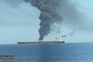 Tàu dầu Iran vừa trúng tên lửa