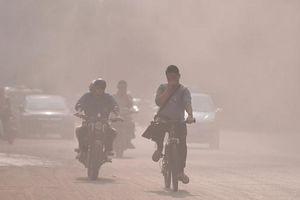 Không nên để đầu trần ra đường phố ô nhiễm