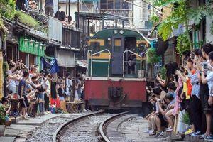 Hà Nội không đánh đổi an toàn đường sắt để hút khách Tây