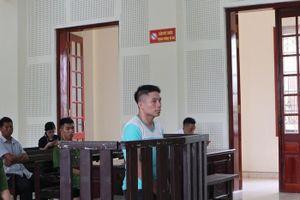 Nghe chồng bị tuyên án tử hình, vợ ngã quỵ trước sân khi chạy theo xe đưa chồng về trại giam