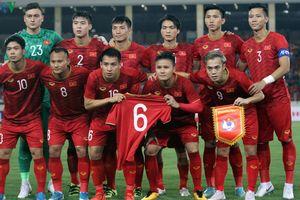 Quang Hải ra tay nghĩa hiệp, đối thủ cảm ơn ngay trên sân bóng