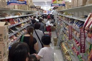 Choáng vì cảnh người Nhật 'càn quét' siêu thị trước khi siêu bão Hagibis đổ bộ