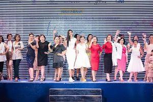 Xúc động với hình ảnh của bệnh nhân ung thư trên sân khấu fashion show 'We Are Enough' của Hoàng Thùy