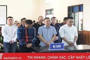 Vụ 2 nhóm cầm đồ thanh toán nhau trên QL 1A, tòa Hà Tĩnh tuyên gần 550 tháng tù 8 đối tượng