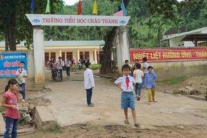 Ăn chặn sữa của học sinh nghèo, hiệu trưởng bị giáng chức