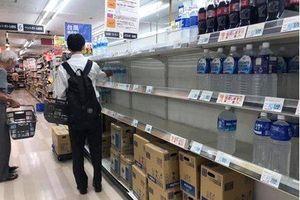 Người dân Nhật Bản 'càn quét' siêu thị, căng mình đối phó với siêu bão mạnh nhất 60 năm qua