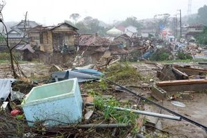 Lốc xoáy xuất hiện do ảnh hưởng siêu bão Hagibis sắp đổ bộ Nhật Bản, 1 người thiệt mạng