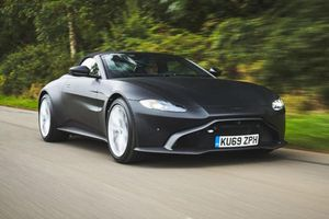 Aston Martin Vantage mui trần lộ những hình ảnh đầu tiên
