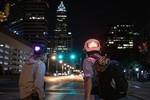 Apple bán mũ bảo hiểm thông minh có đèn LED báo rẽ