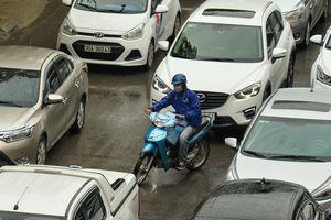 Cảnh ôtô giành hết đường của xe máy lọt top ảnh tuần Zing.vn