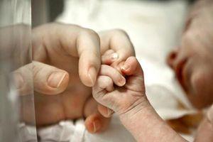 Mẹ đơn thân ở Malaysia bị ép phá thai, lén lút sinh con vì sợ kỳ thị