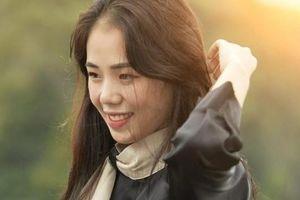 Hiện tượng cover Hương Ly xin lỗi khán giả về clip hát live chênh, phô