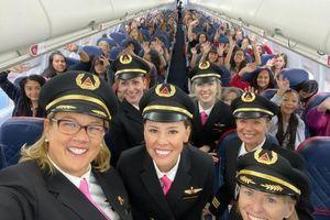Chuyến bay chở 120 cô gái đến NASA đòi quyền bình giới trong ngành hàng không