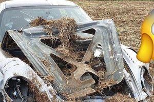 Xót xa siêu xe Porsche 911 Turbo độ 1.800 mã lực tan nát sau khi đâm vào đống cỏ khô
