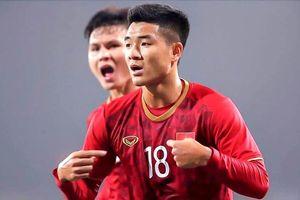 Hà Đức Chinh đánh đầu ghi bàn gỡ hòa cho U22 Việt Nam