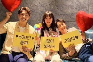 Phim 'Joker' thống trị phòng vé Hàn Quốc tuần thứ 2 liên tiếp - Phim 'Ngọt ngào điên dại' của Gong Hyo Jin vượt mốc 2 triệu khán giả