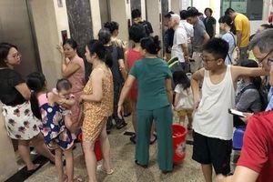 Hà Nội: Vẫn chưa có kết luận chất lượng nước, dân di tản để tránh 'bão'