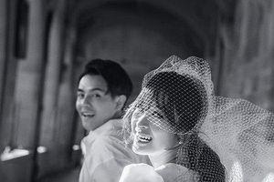 Đúng ngày sinh nhật, Đông Nhi khoe thiệp cưới hé lộ ngày lên xe hoa