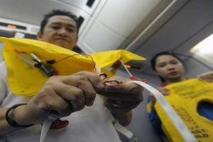 Trộm áo phao trên máy bay Vietjet, một khách nữ bị phạt 8,5 triệu đồng