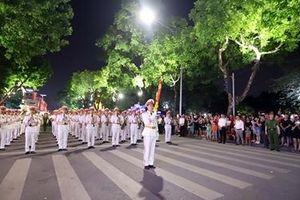 Màn diễu hành đặc sắc, tưng bừng đường phố Thủ đô