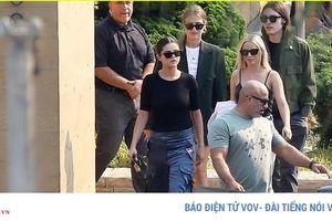 Selena Gomez vui vẻ ra phố ăn trưa cùng bạn bè sau ồn ào có tình mới