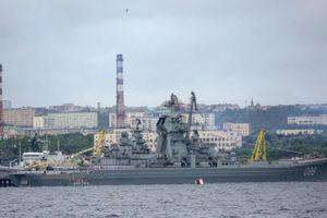 Nghị sĩ sử dụng chiến hạm Nga chúc mừng sinh nhật Hải quân Mỹ