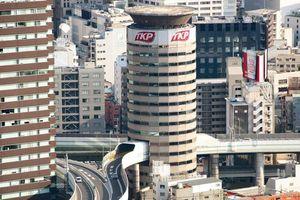 Đường cao tốc xuyên qua tòa nhà 16 tầng ở Nhật Bản