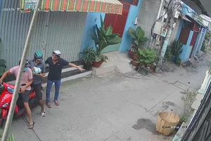 Bắt nhóm cướp giật túi xách bên trong có giấy báo tử