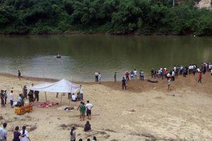 Tìm thấy thi thể ba học sinh bị đuối nước khi tắm sông