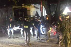 Dùng dao chém hai người thương vong ở Hà Nội rồi cố thủ trong nhà