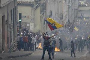 Thủ đô Quito của Ecuador hoang tàn sau các cuộc biểu tình
