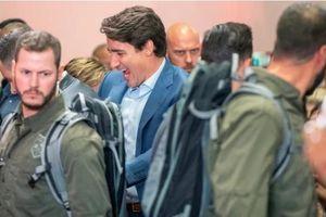 Thủ tướng Canada mặc áo chống đạn đi vận động tranh cử