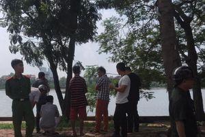 Hà Nội: Bàng hoàng phát hiện thi thể người đàn ông nổi trên mặt hồ