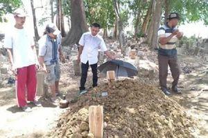 Gia đình sửng sốt vì người đàn ông bỗng trở về sau 7 tiếng chôn cất