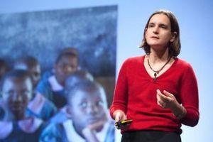 Nobel Kinh tế 2019 vinh danh nữ giáo sư tìm ra giải pháp giảm nghèo