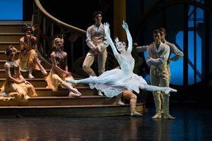 Đưa vở ballet 'Cô bé Lọ Lem' kinh điển của Paris đến Hà Nội