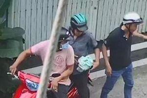 TPHCM: Bắt nhóm cướp giật túi xách
