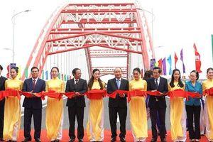 Thủ tướng cắt băng thông xe cây cầu có kiến trúc độc đáo từ ý tưởng 'Cánh chim biển'