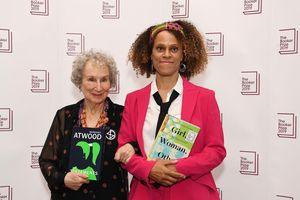 Man Booker 2019 phá lệ, chia đôi giải thưởng cho hai nữ nhà văn