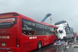 Liên tiếp tai nạn, hai người chết, nhiều người bị thương