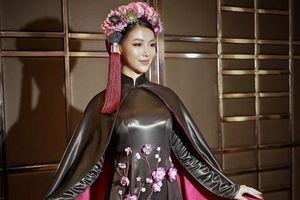 Phương Khánh diện áo dài hơn nửa tỷ ngồi ghế giám khảo Miss Earth 2019